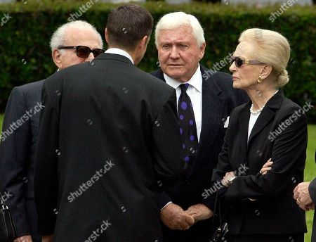 REAGAN GRIFFIN Ronald Prescott Reagan, back to camera, talks with Hollywood mogul Merv Griffin, center right, as they arrive at a funeral home in Santa Monica, Calif., . Others are unidentified. Former President Ronald Reagan's body was being taken to lie in state at the Reagan Library in Simi Valley, Calif
