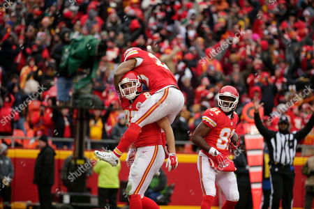 Travis Kelce, Charcandrick West, Jason Avant Kansas City Chiefs tight end Travis Kelce (87) celebrates with running back Charcandrick West, top center, and wide receiver Jason Avant (81) after he scored a touchdown during the first half of an NFL football game against the Cleveland Browns in Kansas City, Mo