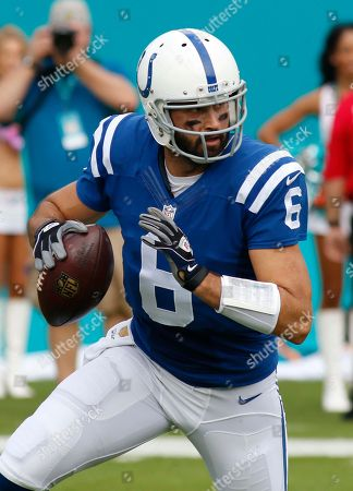 Charlie Whitehurst Indianapolis Colts quarterback Charlie Whitehurst (6) looks to pass during the second half of an NFL football game against the Miami Dolphins, in Miami Gardens, Fla