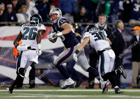 Scott Chandler, Walter Thurmond, Ed Reynolds New England Patriots tight end Scott Chandler (88) runs from Philadelphia Eagles defenders Walter Thurmond (26) and Ed Reynolds (30) after catching a pass during the first half of an NFL football game, in Foxborough, Mass