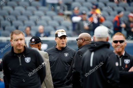 Jack Del Rio, Willie Brown, Bo Jackson Oakland Raiders head coach Jack Del Rio talks with former NFL players Willie Brown, left, Bo Jackson, right, before an NFL football game, in Chicago