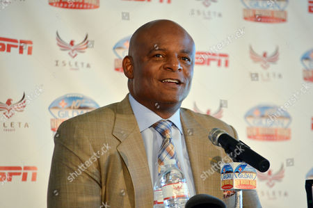 Warren Moon, Houston Oilers Former Houston Oilers quarterback Warren Moon speaks at a New Mexico Bowl NCAA college football news conference, in Isleta Pueblo, N.M. Moon said he is honored to have helped open the door for future black quarterbacks in the NFL and enjoys watching the Carolina Panthers' Cam Newton and the Seattle Seahawks' Russell Wilson