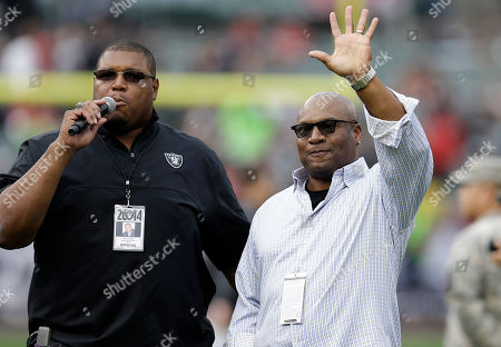 Bo Jackson, Lincoln Kennedy Former Los Angeles Raiders running back Bo Jackson, right, waves as he is introduced by former Oakland Raiders offensive lineman Lincoln Kennedy before an NFL football game between the Oakland Raiders and the San Francisco 49ers in Oakland, Calif