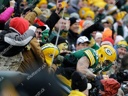 Green Bay Packers tight end Andrew Quarless celebrates a touchdown during the first half of an NFL divisional playoff football game against the Dallas Cowboys, in Green Bay, Wis