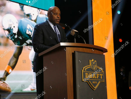 Former NFL player Dwight Stephenson announces that the Miami Dolphins selects Oklahoma defensive lineman Jordan Phillips as the 52nd pick in the second round of the 2015 NFL Football Draft, in Chicago