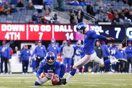 Josh Brown, Steve Weatherford New York Giants kicker Josh Brown (3) kicks a field goal as punter Steve Weatherford (5) holds against the Washington Redskins during the third quarter of an NFL football game, in East Rutherford, N.J