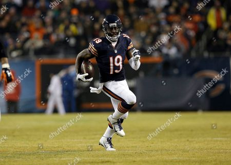 Josh Morgan Chicago Bears wide receiver Josh Morgan (19) carries the ball after receiving a pass from quarterback Jay Cutler (6) during the second half of an NFL football game, in Chicago