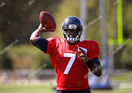 Tarvaris Jackson Seattle Seahawks quarterback Tarvaris Jackson passes at an NFL football training camp, in Renton, Wash
