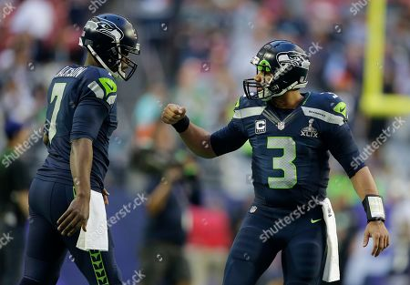Seattle Seahawks quarterbacks Russell Wilson (3) and Tarvaris Jackson warm up before the NFL Super Bowl XLIX football game against the New England Patriots, in Glendale, Ariz