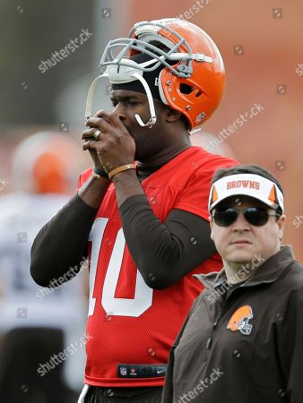 Vince Young Cleveland Browns quarterback Vince Young warms his hands during a voluntary minicamp workout at the NFL football team's facility in Berea, Ohio
