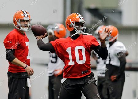 Vince Young Cleveland Browns quarterback Vince Young (10) passes during a voluntary minicamp workout at the NFL football team's facility in Berea, Ohio