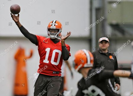 Vince Young Cleveland Browns quarterback Vince Young throws during a voluntary minicamp workout at the team's NFL football training facility in Berea, Ohio
