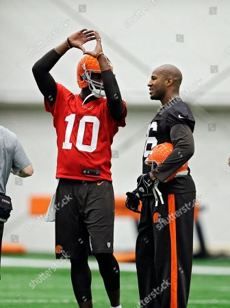 Vince Young, Tori Gurley Cleveland Browns quarterback Vince Young (10) talks with wide receiver Tori Gurley during a voluntary minicamp workout at the NFL football team's facility in Berea, Ohio