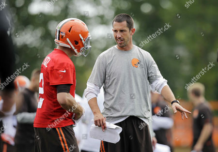 Kyle Shanahan, Johnny Manziel Cleveland Browns offensive coordinator Kyle Shanahan talks to quarterback Johnny Manziel at the NFL football team's training camp in Berea, Ohio. Shanahan's imaginative offense has the Browns off to a great start and the son of former NFL coach Mike Shanahan has had a rebirth in Cleveland