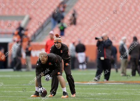 Brian Hoyer, Nick McDonald Cleveland Browns quarterback Brian Hoyer takes snaps from center Nick McDonald before an NFL football game against the Tampa Bay Buccaneers, in Cleveland