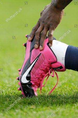 Josh Morgan Chicago Bears wide receiver Josh Morgan (19) wears pink cleats for the NFL's breast cancer awareness campaign as he stretches before an NFL football game against the Miami Dolphins in Chicago
