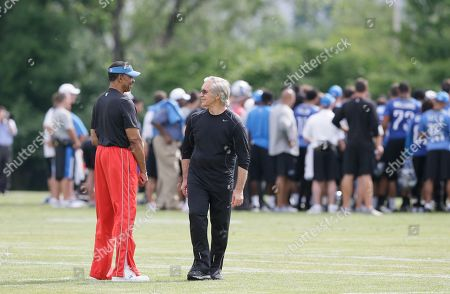 Gunther Cunningham, Charlie Sanders Detroit Lions Assistant Director of Pro Personnel Charlie Sanders, left, and Senior Coaching Assistant -Gunther Cunningham are seen during an NFL football minicamp in Allen Park, Mich