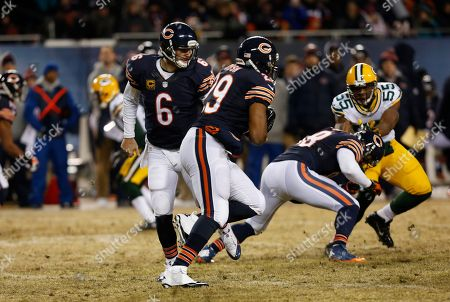 Jay Cutler, Michael Bush Chicago Bears quarterback Jay Cutler (6) hands off the ball to running back Michael Bush (29) during the first half of an NFL football game against the Green Bay Packers, in Chicago