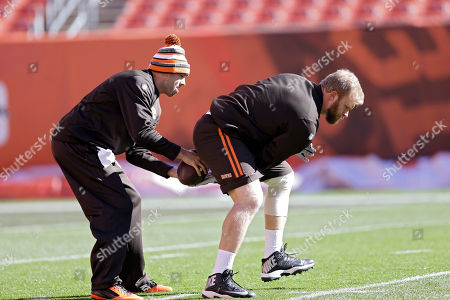 Nick McDonald, Brian Hoyer Cleveland Browns center Nick McDonald works on snapping the ball with quarterback Brian Hoyer, left, before an NFL football game against the Oakland Raiders, in Cleveland