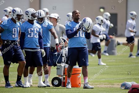 Shaun Phillips Tennessee Titans linebacker Shaun Phillips (58) puts on his helmet during NFL football minicamp, in Nashville, Tenn
