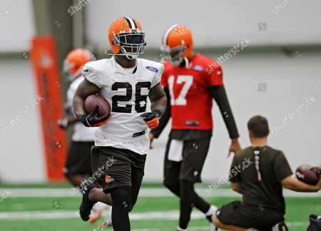 Willis McGahee Cleveland Browns running back Willis McGahee (26) runs the ball during practice at the NFL football team's facility in Berea, Ohio