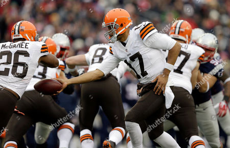 Jason Campbell, Willis McGahee Cleveland Browns quarterback Jason Campbell (17) hands off to running back Willis McGahee (26) in the second quarter of an NFL football game against the New England Patriots, in Foxborough, Mass