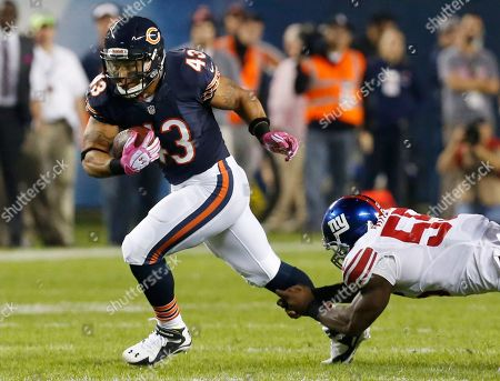 Tony Fiammetta, Keith Rivers Chicago Bears fullback Tony Fiammetta (43) breaks away from New York Giants linebacker Keith Rivers (55) in the first half of an NFL football game, in Chicago