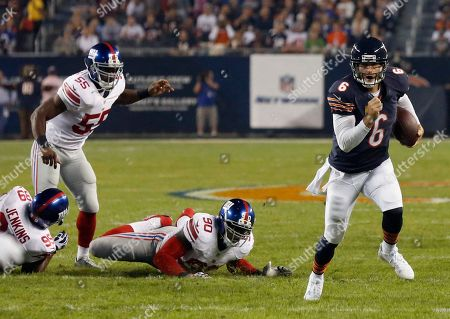 Jay Cutler Chicago Bears quarterback Jay Cutler (6) scrambles past New York Giants defenders Cullen Jenkins (99), Keith Rivers (55) and Jason Pierre-Paul (90) in the first half of an NFL football game, in Chicago