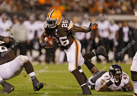 Willis McGahee Cleveland Browns running back Willis McGahee (26) runs the ball against the Baltimore Ravens in the third quarter of an NFL football game, in Cleveland