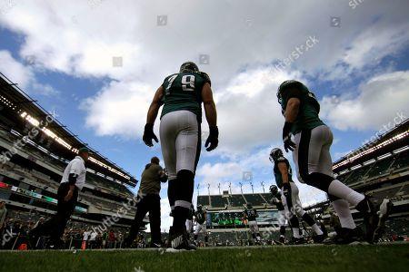 Philadelphia Eagles guard Todd Herremans walks into the field before an NFL football game against the Washington Redskins in Philadelphia
