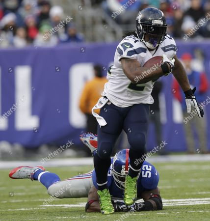 Marshawn Lynch, Jon Beason Seattle Seahawks running back Marshawn Lynch (24) avoids the tackle of New York Giants middle linebacker Jon Beason (52) during the first half of an NFL football game, in East Rutherford, N.J