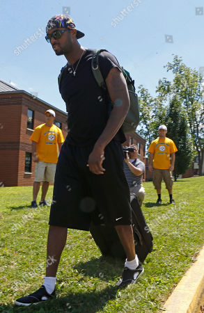 Plaxico Burress Pittsburgh Steelers wide receiver Plaxico Burress heads to the dormitory after he arrived for the start of their NFL football training camp at the team training facility in Latrobe, Pa. on