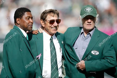 Wesley Walker, Joe Namath, Don Maynard Former New York Jets wide receiver Wesley Walker, left, Hall of Fame quarterback Joe Namath, center, and Hall of Fame wide receiver Don Maynard, right, participate in a New York Jets Ring of Honor ceremony honoring former Jets defensive tackle Marty Lyons during a halftime ceremony of an NFL football game between the New York Jets and the Pittsburgh Steelers, in East Rutherford, N.J