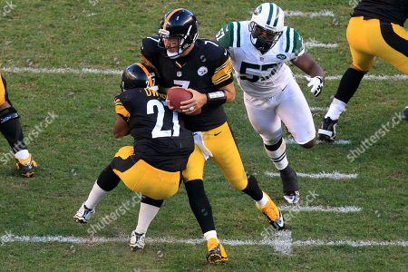 Ben Roethlisberger, Bart Scott, Jonathan Dwyer Pittsburgh Steelers quarterback Ben Roethlisberger (7) collides with Pittsburgh Steelers running back Jonathan Dwyer (27) as he eludes New York Jets inside linebacker Bart Scott (57) during the third quarter of an NFL football game in Pittsburgh, . The Steelers won 27-10