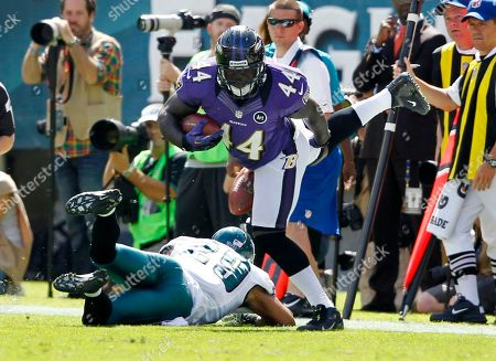 Vonta Leach, Nate Allen Baltimore Ravens fullback Vonta Leach (44) tries to dodge the tackle of Philadelphia Eagles' Nate Allen (29) in the first half of an NFL football game, in Philadelphia