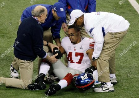 Travis Beckum New York Giants tight end Travis Beckum is helped off the field after an injury against the New England Patriots during the first half of the NFL Super Bowl XLVI football game, in Indianapolis