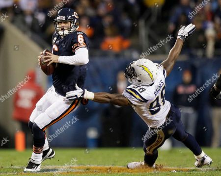Jay Cutler, Antwan Barnes Chicago Bears quarterback Jay Cutler (6) looks to pass while under pressure from San Diego Chargers linebacker Antwan Barnes (98) in the first half of an NFL football game in Chicago