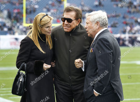 Robert Kraft, Steve Wynn, Andrea Hissom New England Patriots owner Robert Kraft, right, hosts casino mogul Steve Wynn and his wife, Andrea Hissom, on the field at Gillette Stadium prior to the Patriots' NFL football game against the Indianapolis Colts in Foxborough, Mass
