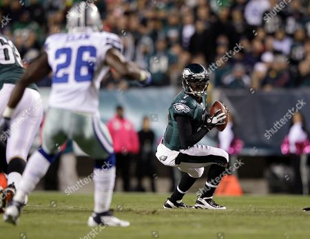 Michael Vick, Abram Elam Philadelphia Eagles quarterback Michael Vick drops back to pass as Dallas Cowboys strong safety Abram Elam (26) stands in the first half of an NFL football game in Philadelphia