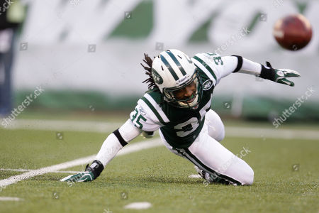 Isaiah Trufant New York Jets' Isaiah Trufant tries to keep a ball from bouncing into the end zone during a kick-off in the second quarter of an NFL football game against the New York Giants, in East Rutherford, N.J