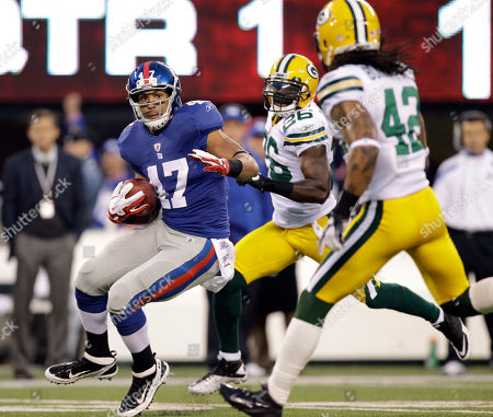 Travis Beckum New York Giants' Travis Beckum runs past Green Bay Packers' Charlie Peprah, center, and Morgan Burnett, right, for a touchdown during the first quarter of an NFL football game, in East Rutherford, N.J