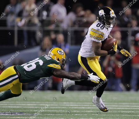 Pittsburgh Steelers' Emmanuel Sanders (88) is chased by Green Bay Packers' Charlie Peprah during the first half of the NFL Super Bowl XLV football game, in Arlington, Texas