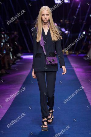 Jessie Bloemendaal on the catwalk
