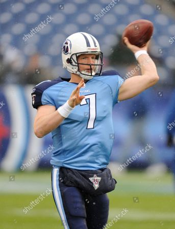Tennessee Titans quarterback Chris Simms warms up before the start of an NFL football game between the Tennessee Titans and the Jacksonville Jaguars, in Nashville, Tenn