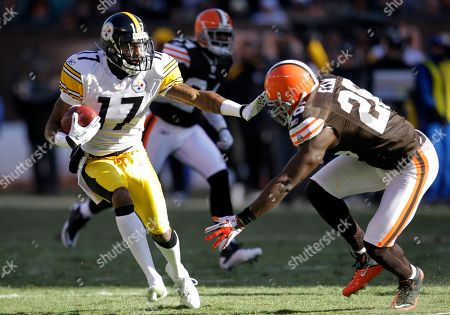 Mike Wallace, Abram Elam Pittsburgh Steelers wide receiver Mike Wallace (17) wards off Cleveland Browns safety Abram Elam (26) on a pass catch in an NFL football game, in Cleveland