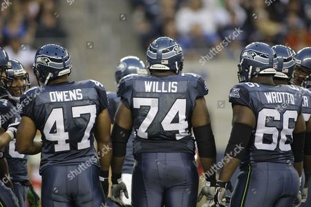 Seattle Seahawks John Owens, Ray Willis, Mike Wahle in the game against the Denver Broncos in a NFL preseason football game, in Seattle