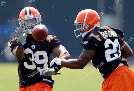 Cleveland Browns cornerback DeAngelo Smith (39) catches a pass as cornerback Sheldon Brown defends during a voluntary NFL football practice, in Berea, Ohio