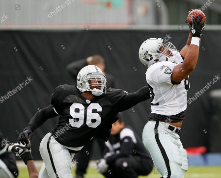 John Owens, Kamerion Wimbley Oakland Raiders tight end John Owens, right, reaches for the ball as linebacker Kamerion Wimbley, left, defends during NFL football training camp in Napa, Calif