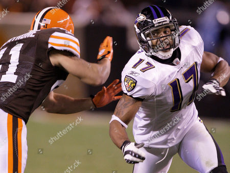 David Tyree, Raymond Ventrone Baltimore Ravens wide receiver David Tyree (17) works to get around Cleveland Browns safety Raymond Ventrone (41) during their NFL football game, in Cleveland