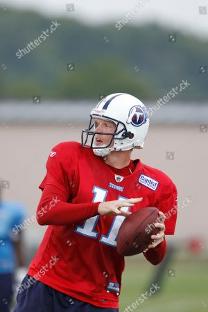 Tennessee Titans quarterback Chris Simms is shown during NFL football training camp, in Nashville, Tenn